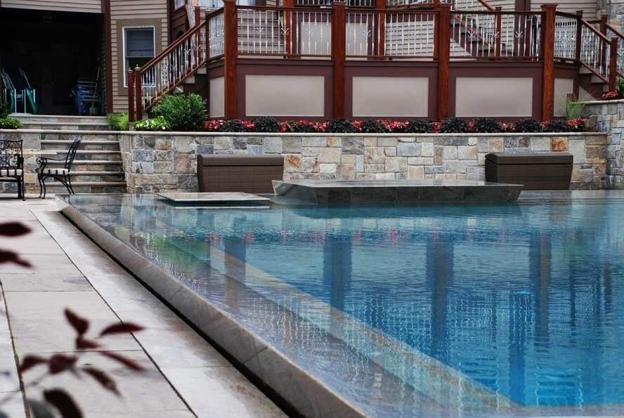 How Does an Infinity Pool Work?