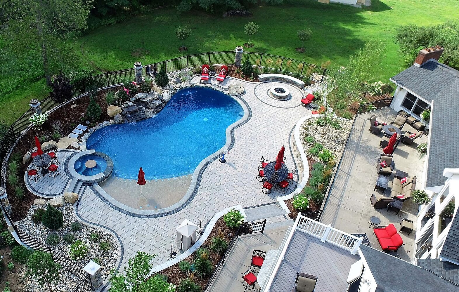 How Does a Self-Cleaning Pool System Work?