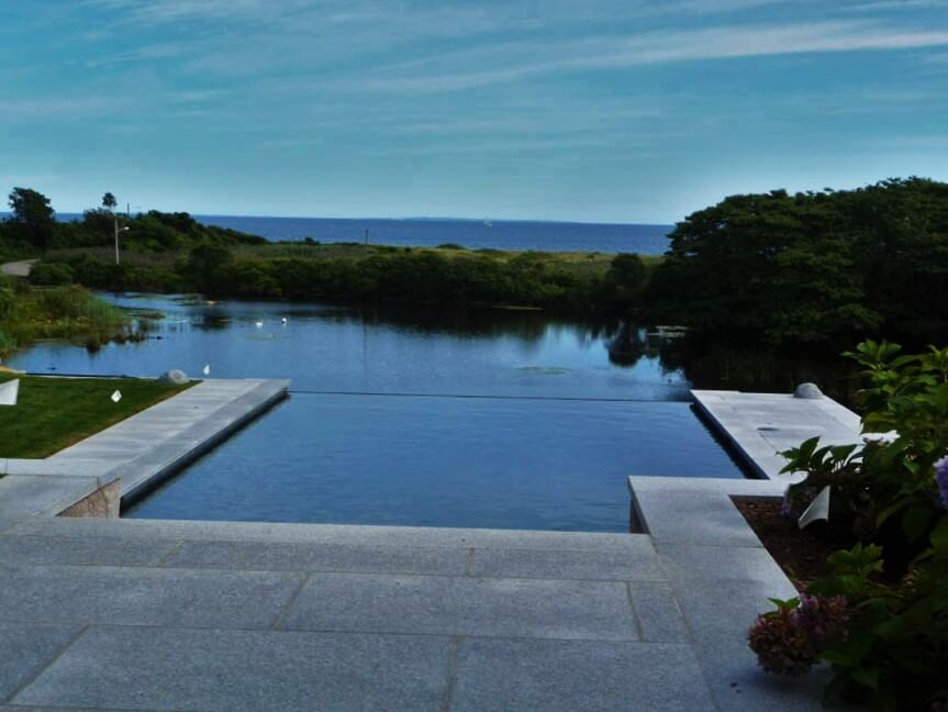 How Do Infinity Pools Work?